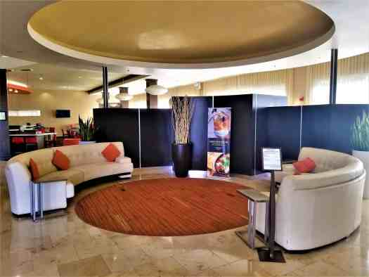 image-of-courtyard-marriott-sacramento-cal-exp-lobby-seating
