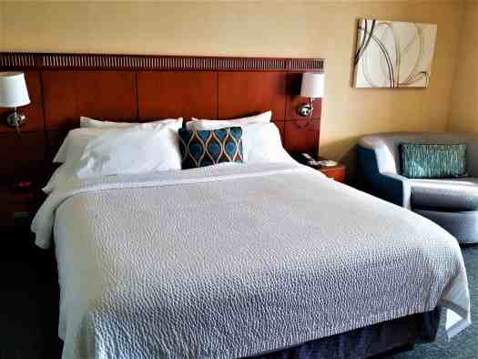 image-of-courtyard-marriott-sacramento-cal-exp-king-size-bed