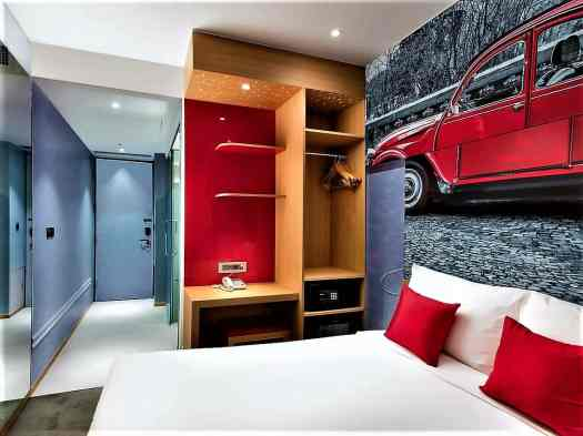 hotel rooms at Travelodge Dongdaemun in Seoul Korea have work stations and open closets