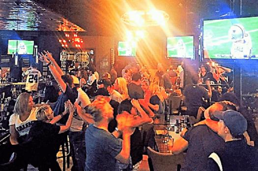 -dallas-cowboy-fans-at-frankies-downtown-sports-bar