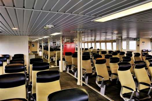 san-francisco-ferry-seating