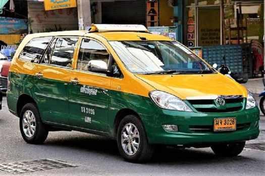 bangkok-green-and -red-taxi-station-wagon