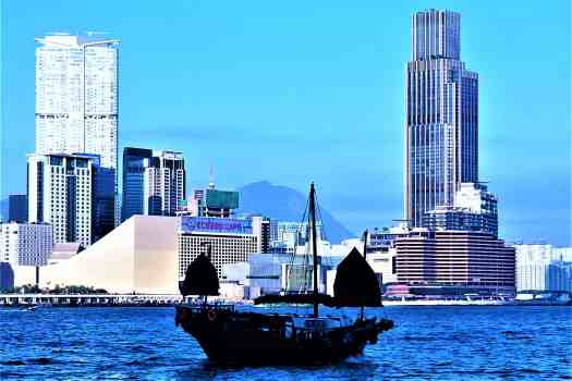 sightseeing-junk-sailing-in-victoria-harbour-hong-kong