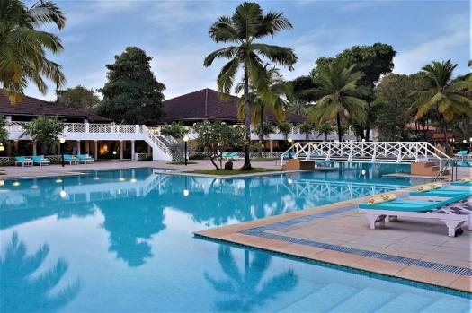 novotel-goa-dona-sylvia-swimming-pool