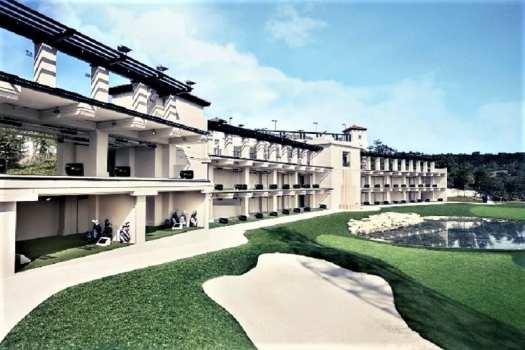 hitting-station-at-hong-kong-golf-and-tennis-academy