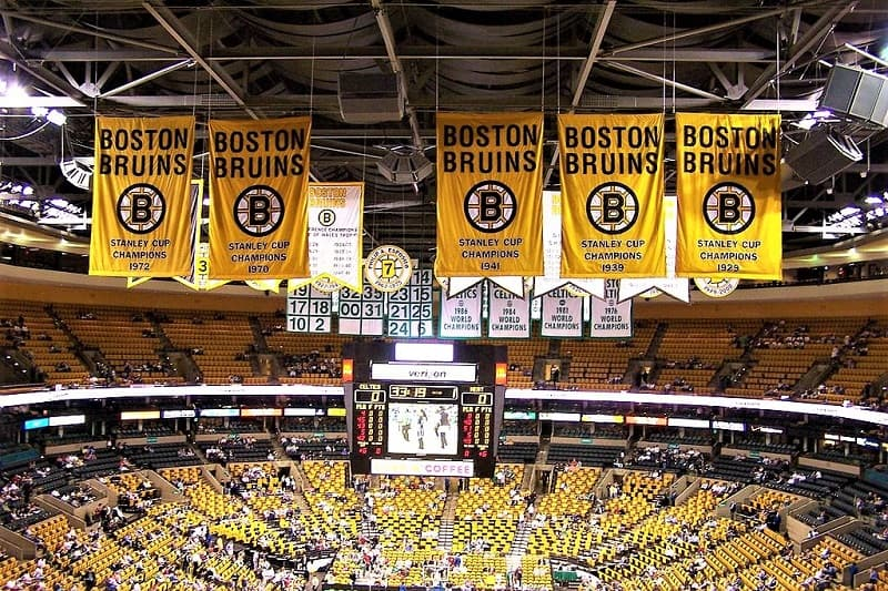 bruins-championships-banners-boston-garden