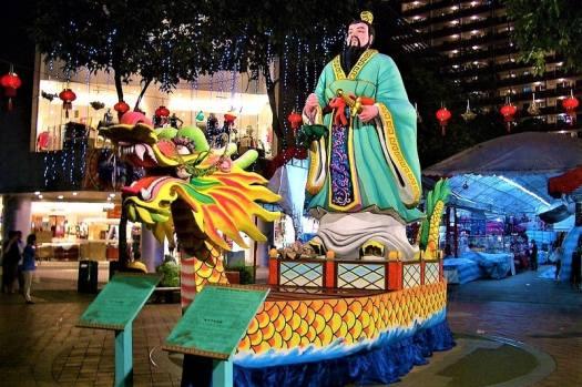 qu-yuan-in-a-dragon-boat-in-singapore
