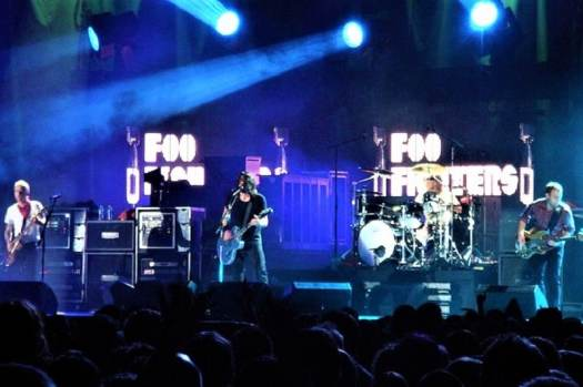 rock-band-foo-fighters-performing-live