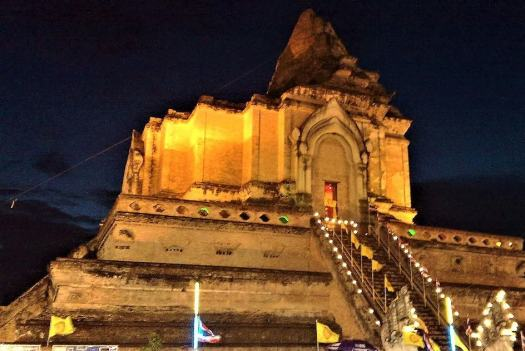 inthakin-festival-at-wat-chedi-luang-in-chiang-mai-thailand