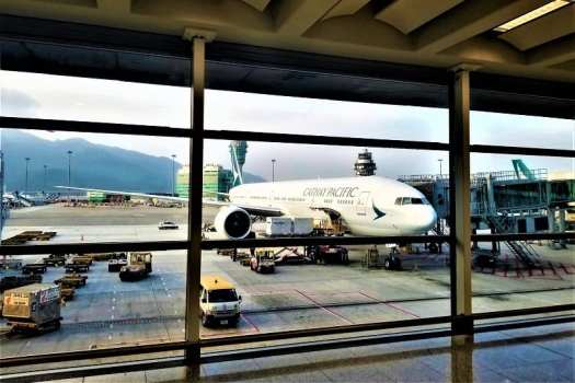 cathay-pacific-airways-boeing-777-at-hong-kong-airport