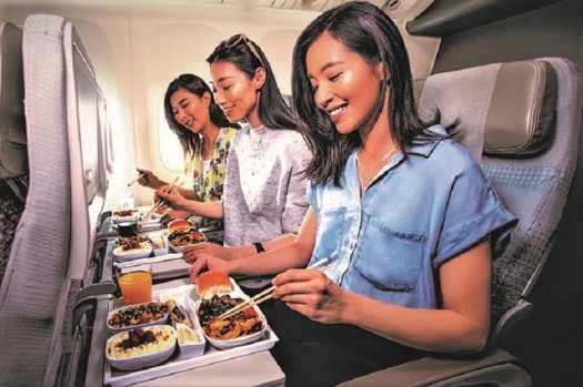 passengers-dining-aboard-emirates-airline