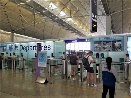 hong-kong-international-airport-departures-entrance