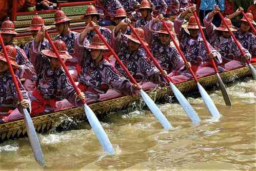 royal-barge-procession-in-bangkok-thailand