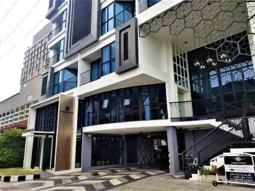 chezzotel-pattaya-hotel-facade