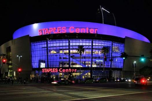 staples-center-in-los-angeles-at-night