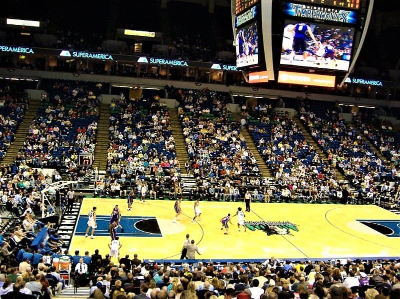 minnesota-timberwolves-playing-basketball