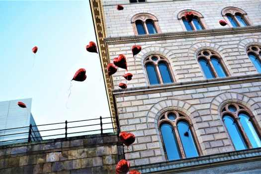 heart-shaped-balloons-in-stockholm-in-february-in-sweden