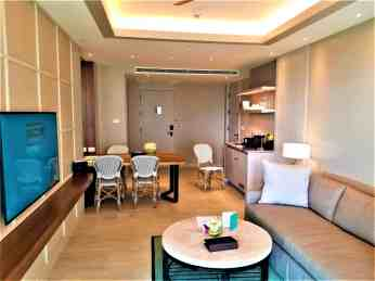 Suite 3605 living room.