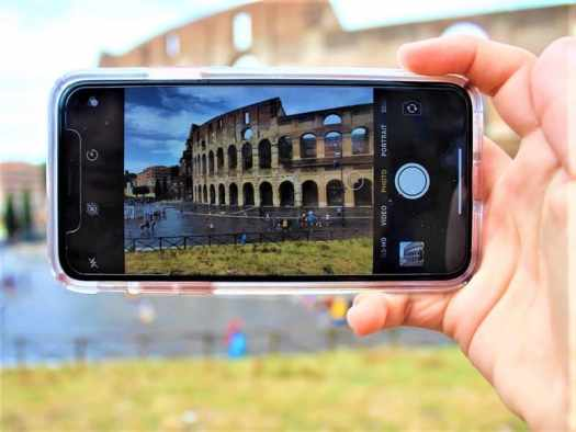 taking-photo-of-roman-coliseum-with-mobile-device