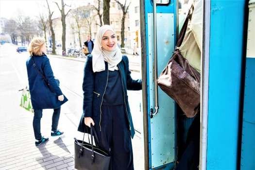 woman-boarding-tram-in-gothenburg