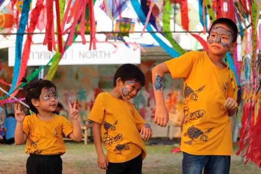 kid-enjoying-festival