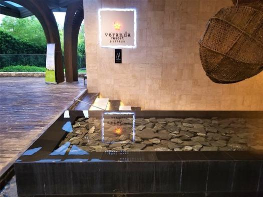 varanda-resort-hotel-lobby-pool