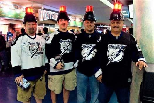 nhl-tampa-bay-Lightning-Fans-credit-pointnshoot