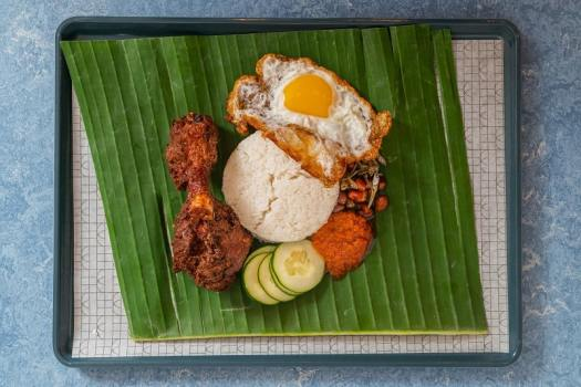 nasi-lemak-singaporean-street-food