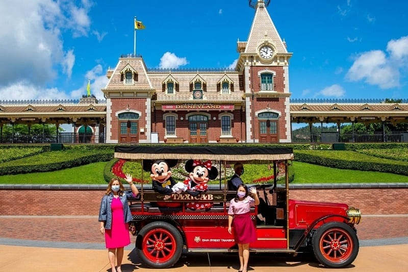 mickey-and-minnie-house-welcome-guerts-as-hong-kong-disneyland-reopens