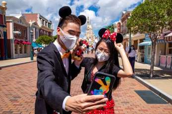 hkg-hkdl-reopens-masks (4)