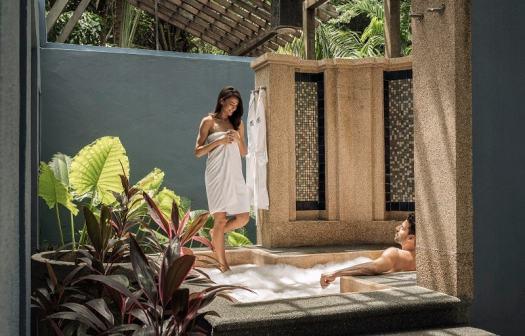 langkawi-four-seasons-resort-outdoor-jacuzzi