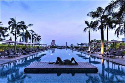 th-bkk-chatrium-hotel-riverside-swimming-pool-at-dusk