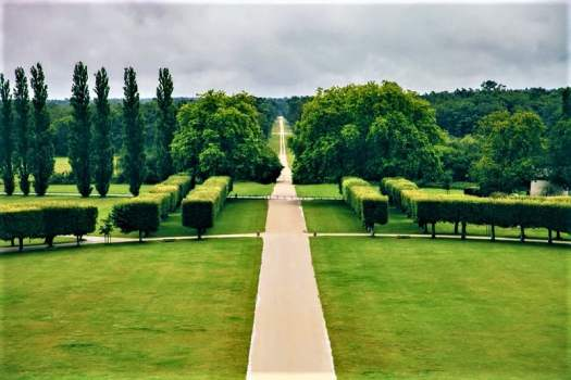 gardens-behind-Chateau-de-Chambord