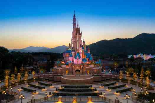 hong-kong-disneyland-new-castle