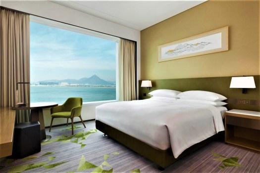 Hong-Kong-Tung-Chung-Sheraton-king-deluxe-room