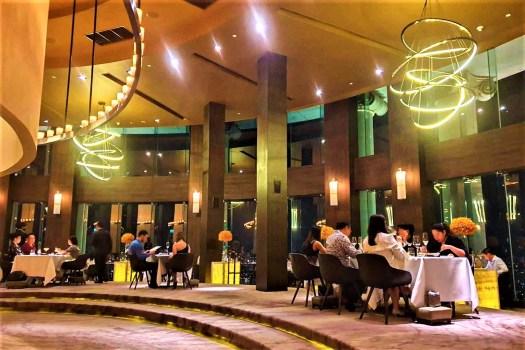 mezzaluna-bangkok-restaurant
