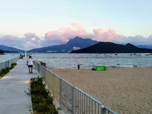 tai-po-lung-mei-beach-rosy-clouds