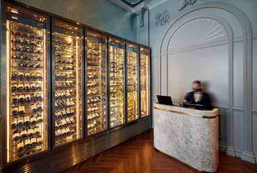 giacomo-ristorante-and-cafe-wine-cabinet
