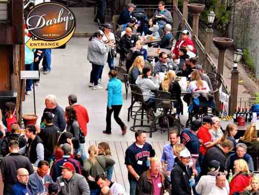 darbys=bar-and-grill-patio