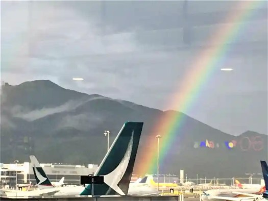 hong-kong-airport-rainbow