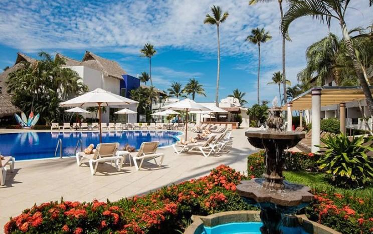Crown Paradise Club Puerto Vallarta - All Inclusive Resorts To Puerto Vallarta