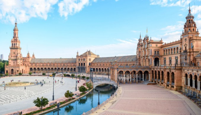 Best Places In Spain For Vacation - Plaza de Espana