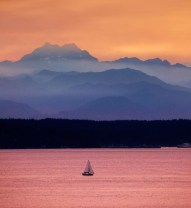 Boat on the Horizon – commons.wikimedia.org