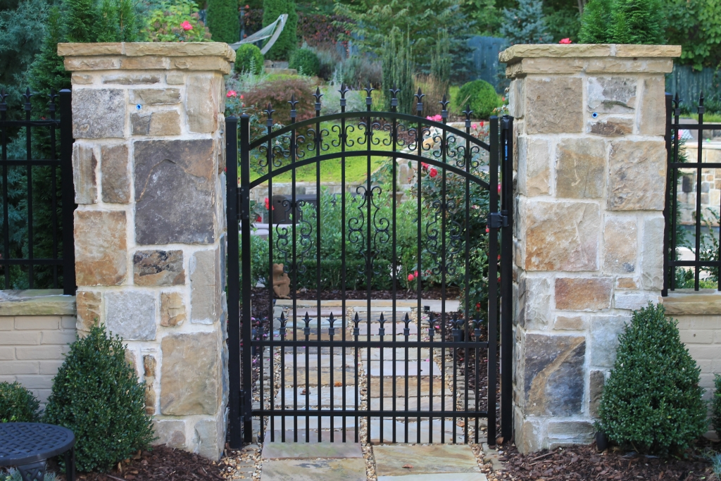 Arched Doggie Picket Gate W Finials Butterfly S