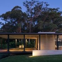 A Mod Australian House Channels the Ghost of Mies