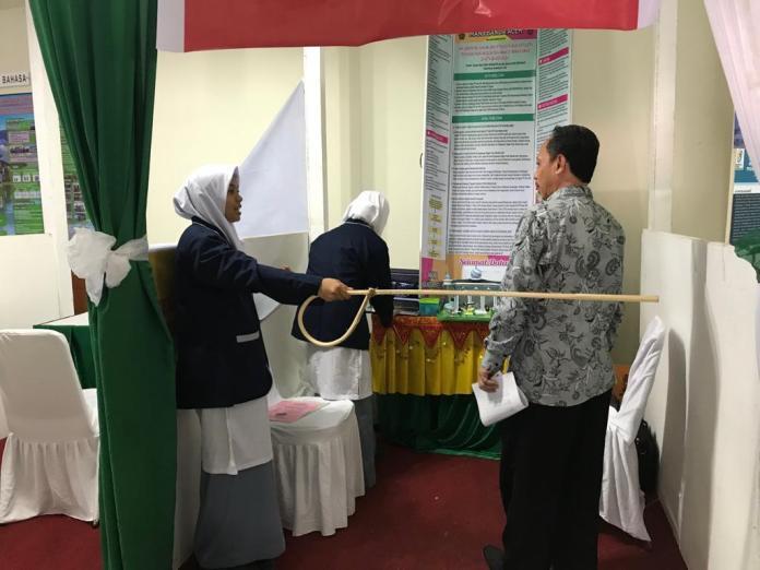 Kaji Hukum Jinayat Bagi Non-Muslim, Dua Siswi Aceh Juara 3 MYRES 2019 di Manado