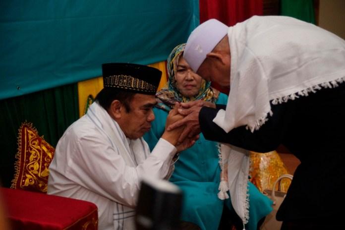 FOTO | Pulang ke Aceh, Menag Fachrul Razi Dipeusijuek Ulama