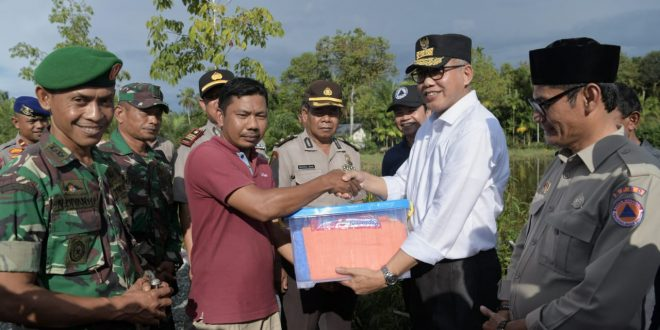 Plt Gubernur Serahkan Bantuan untuk Korban Banjir di Aceh Barat