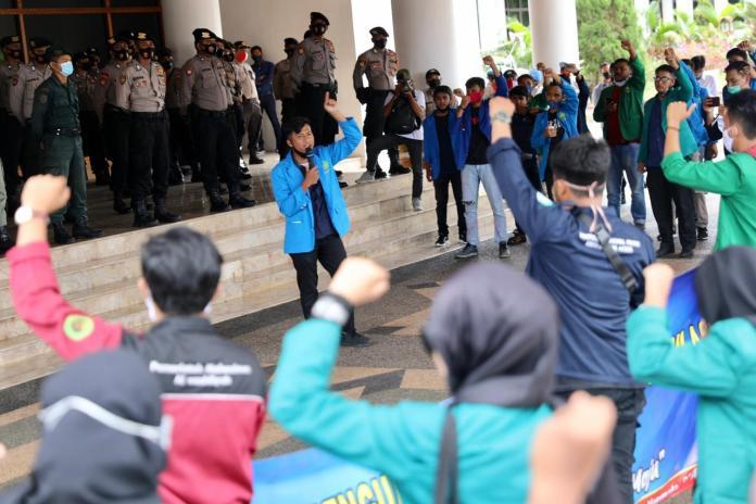 Tuntut Transparansi Anggaran Penanganan Covid-19, Mahasiswa Demo Kantor Gubernur Aceh