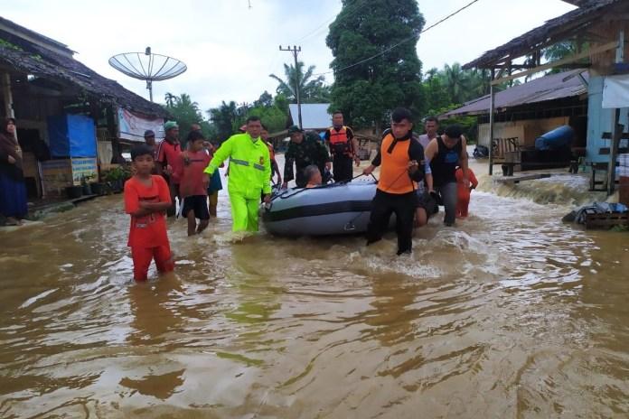 Banjir dan Tanah Longsor Landa Lima Kabupaten di Aceh, Ribuan Warga Mengungsi